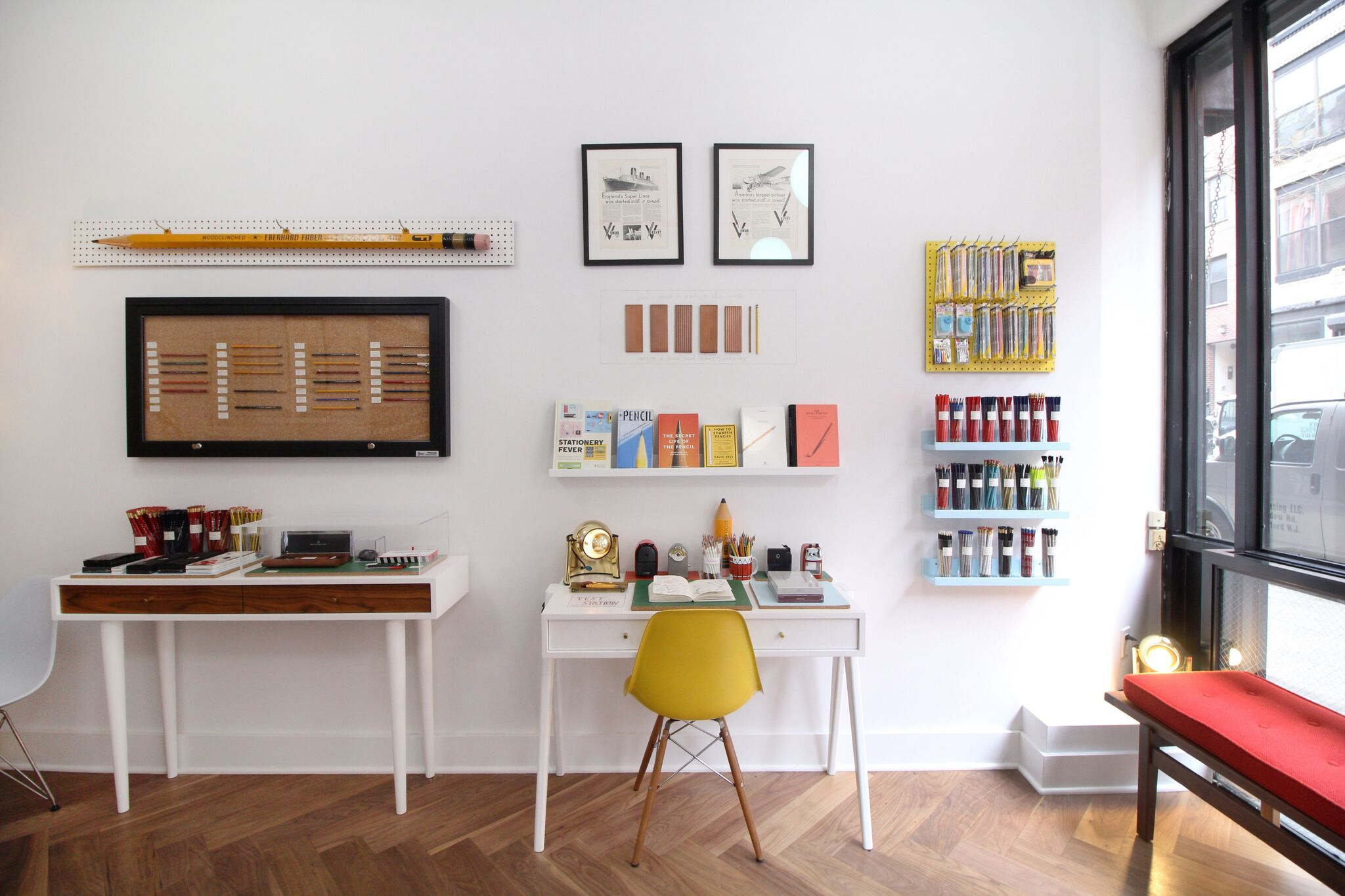 Ein reduziertes Interieur in Caroline Weavers Shop in New York gibt dem Bleistift den Raum, den er verdient © Caroline Weaver, CW Pencil Enterprise