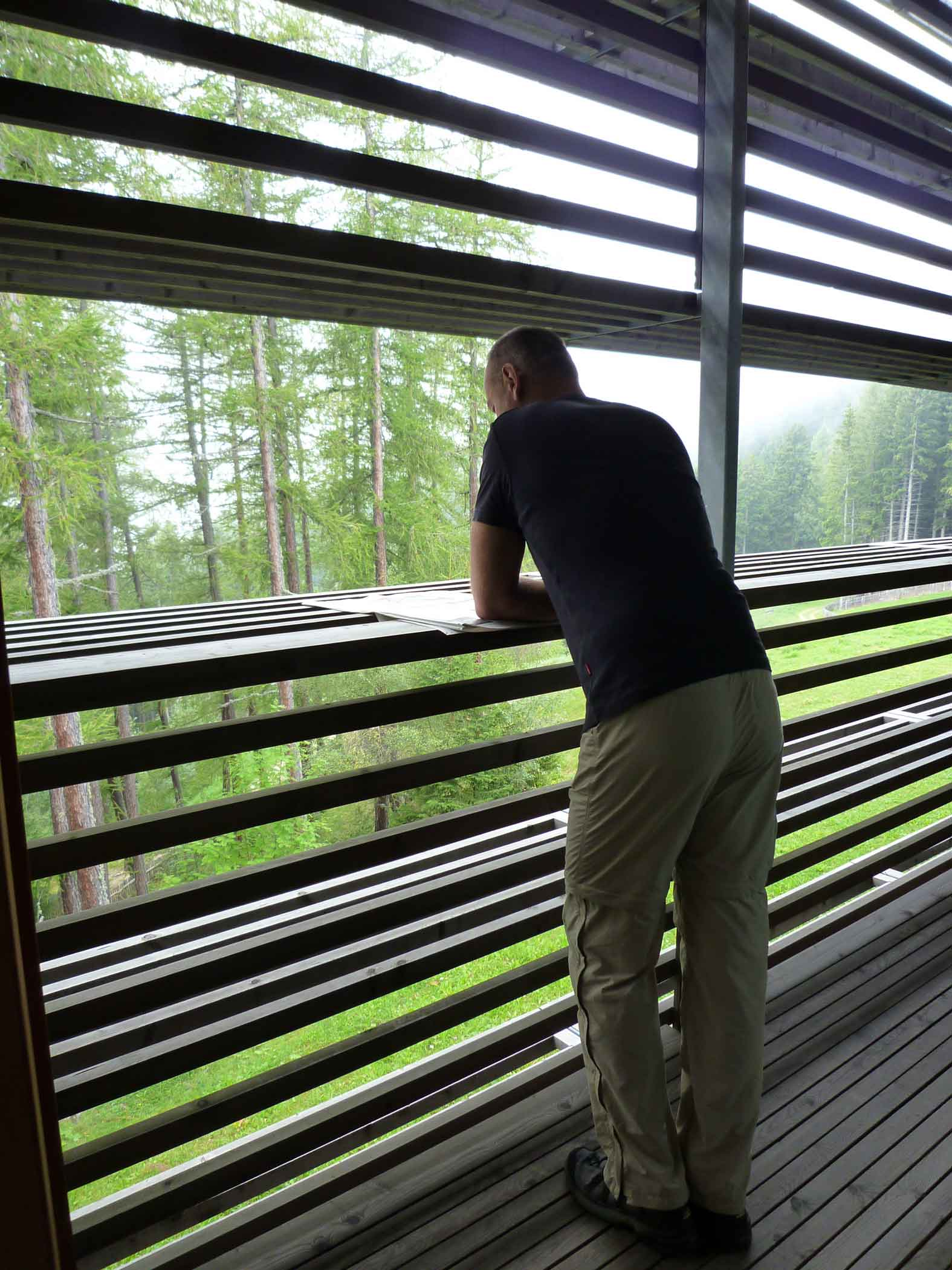 "Autor Ralf Nestmeyer im ""Vigilius Mountain Resort"" in Lana, Südtirol, das Mattheo Thun entwarf © Ralf Nestmeyer"