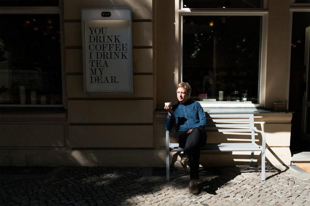 Jens de Gruyter vor seinem P&T Store in der Bleibtreustrasse in Berlin-Charlottenburg. Copyright: Paper & Tea, Berlin