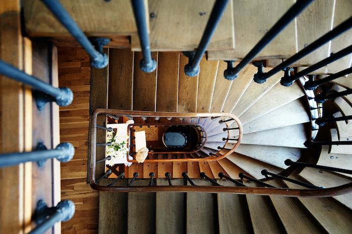 Das Treppenhaus des Kunst Hotels. Credits: Der Teufelhof