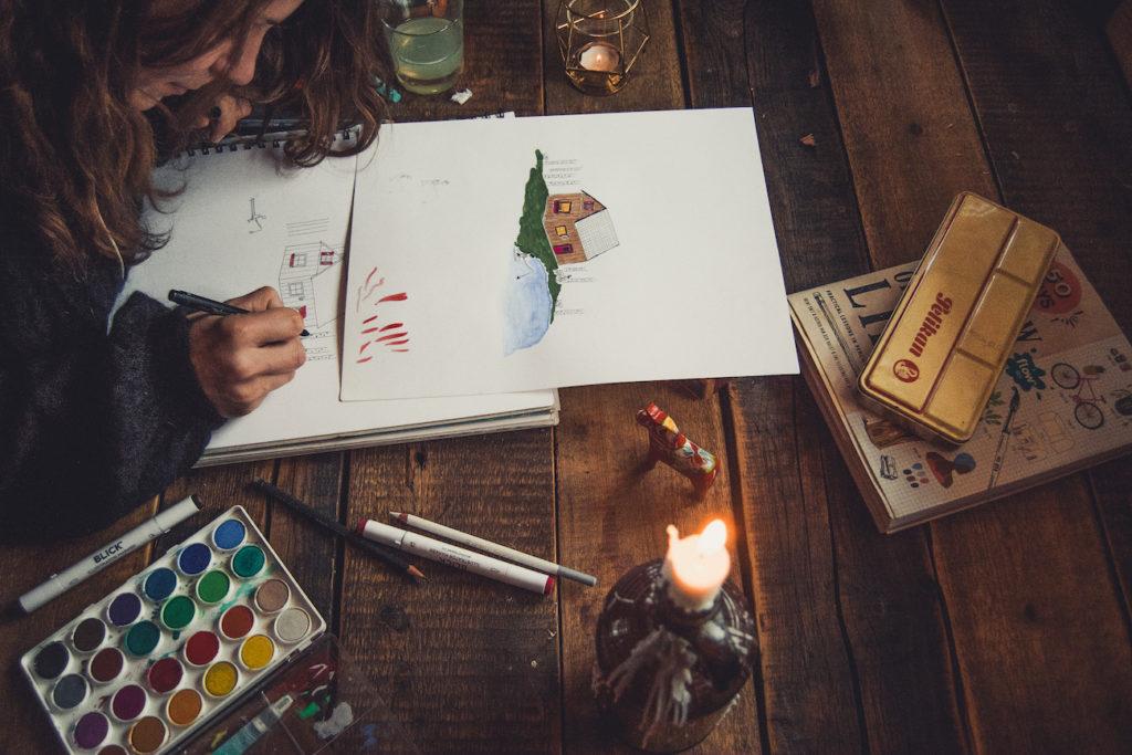 Illustratorin Sophie Mutlu bei der Arbeit. Credits: Peter Zenkl